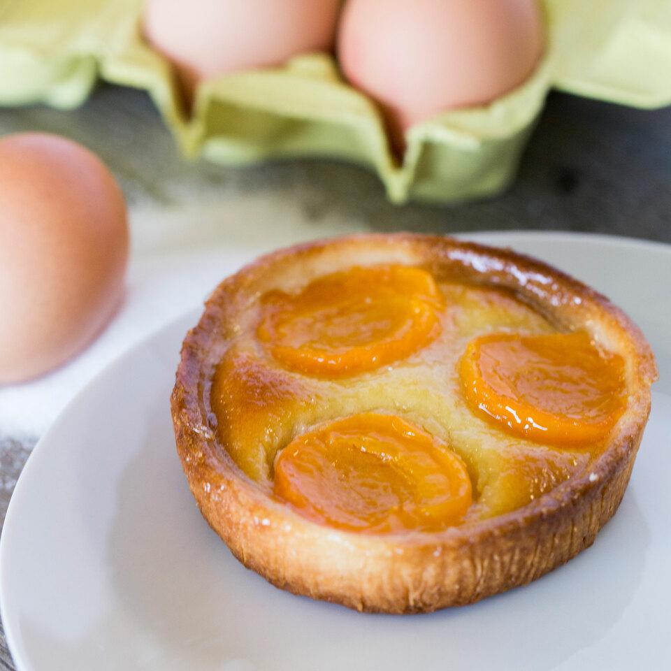 apricots-almonds-tartlet